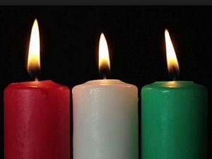Красная, белая и зеленая свечи