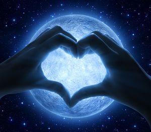 Любовь и луна