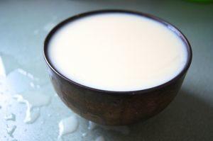 Молоко в миске